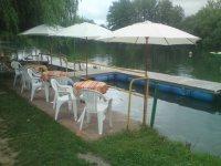terrasse au bord de l'eau