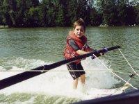 Enfant skieur nautique