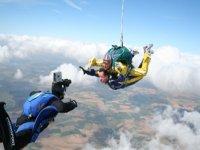 Parachutistes avec le photographe