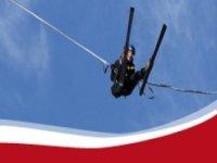 Saut a l'elastique en ski