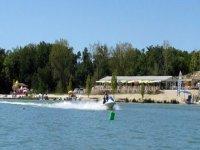 Jet ski sur lac