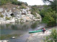 Canoe arrete sur la petite ile
