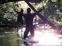 Paddle surf dans la nature