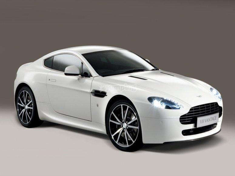 Aston Martin sur le Circuit du Bourget