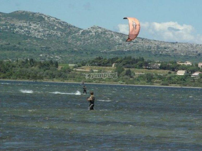 Seances de kitesurf sur l etang