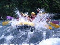 Rafting entre amis et evasion sur la riviere