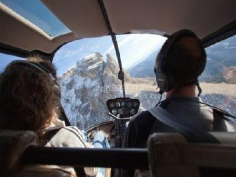 Helicoptere a la montagne dans le 05