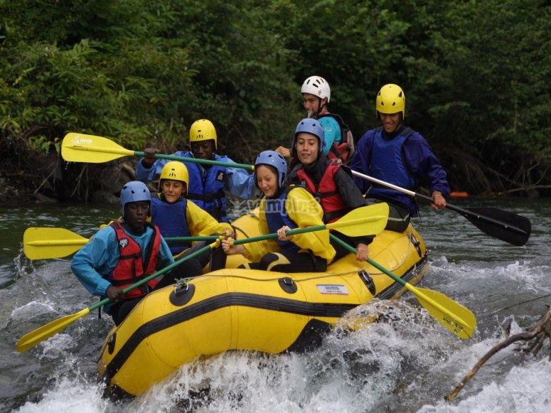 Raft entre amis sur la Garonne