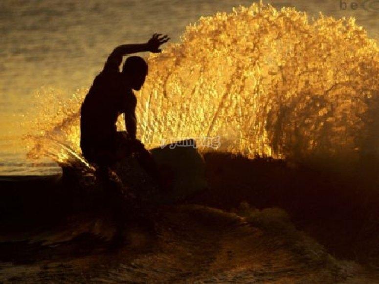 Cours de surf avec un moniteur