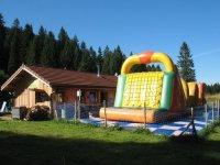 Structures gonflables du parc pour enfant dans le 25