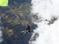 Tenter le grand saut avec In The Wind Tribal 64 Parachutisme