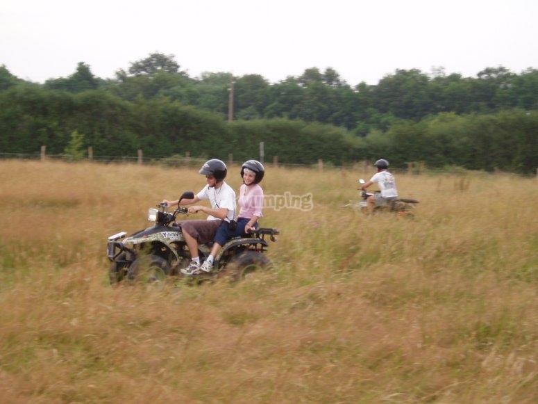 Faire du quad en petit groupe