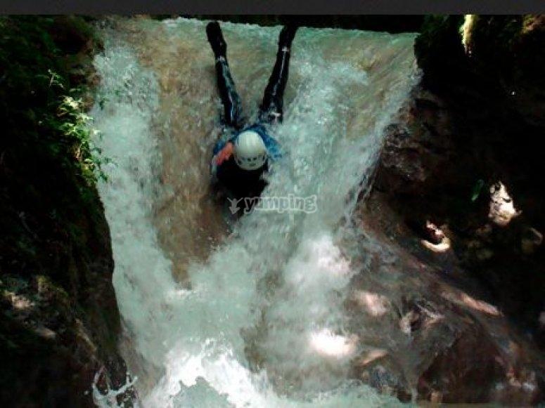 Toboggan dans le canyon du Grenant