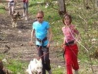 La cani randonnee 2 enfants s eclatant avec leur compagnon a 4 pattes