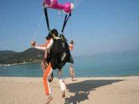 Atterrissage en douceur sur la plage avec Paca Parachutisme