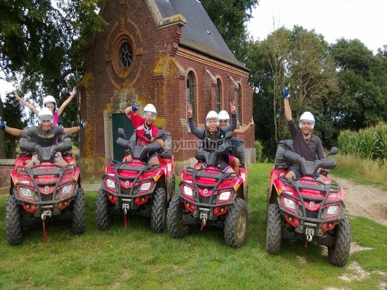 Photo quads devant la chapelle