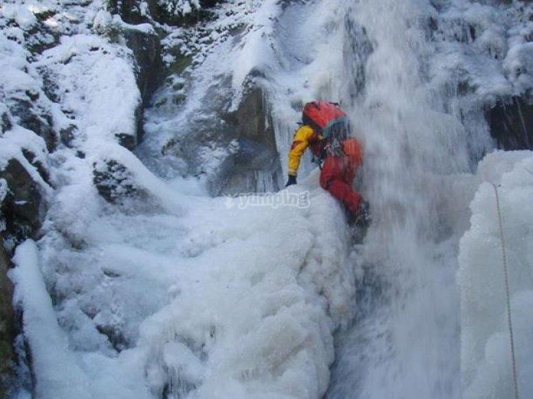 ice canyon dans les Pyrenees