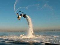 Salto avec un flyboard