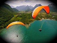 Parapente au dessus du lac d Annecy avec Flyeo