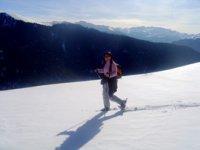 Profiter du paysage des pyrenees en randonnees avec raquettes de neige