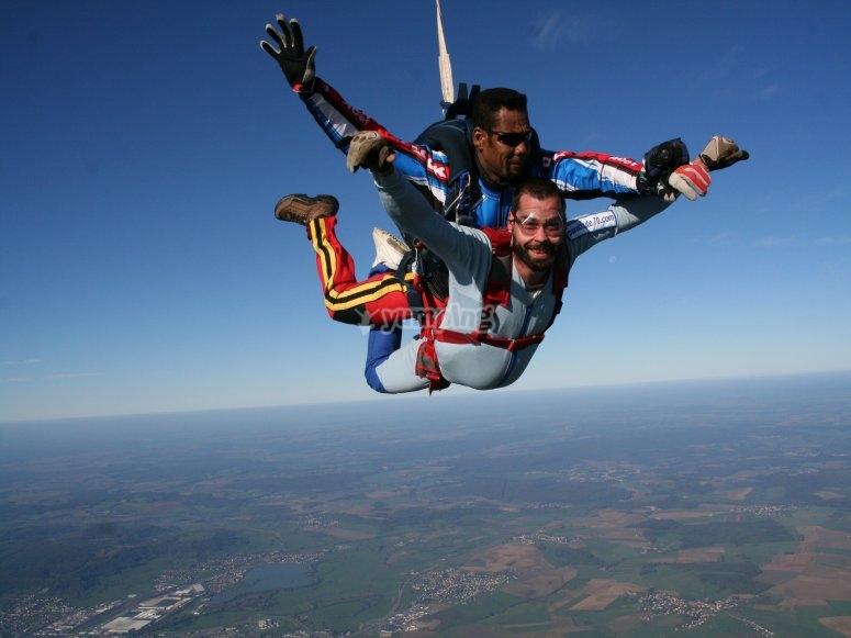 Saut en parachute dans le Jura
