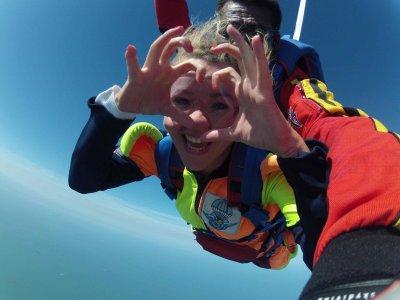 Saut en parachute en tandem + Vidéo embarquée