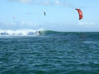 Grosse vague en kitesurf