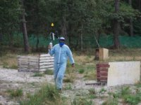 joueur de paintball sur le terrain