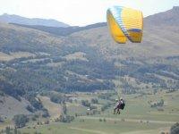 Parapente au dessus du Cantal