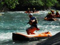 Canoe raft en solo sur la riviere