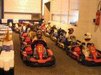 Les karts dans la piste indoor