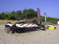 Base nautique de Corsica Jet Loisirs situee a la plage de Calvi