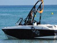 Corsica Jet Loisirs Wakeboard dispose de son propre bateau a moteur pour votre activite Wakeboard
