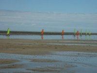 Char a voile et vitesse sur la plage