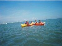 Kayak de mer au bord de la Manche