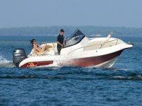 Decouvrez les sensations de liberte et detente a bord d un bateau avec Rivage 30