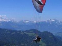 Vue panoramique en parapente au Mont Blanc