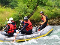 Profiter d un sport d equipe le Rafting