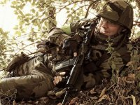 joueur airsoft camoufle