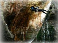Descente en rappel dans les plus beaux canyons des Hautes Pyrenees