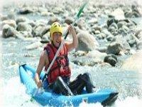 Goutez aux plaisirs de la glisse en Kayak Raft
