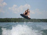 Apprendre les figures wakeboard dans les Landes