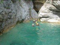 Nade dans le canyon Barbaira
