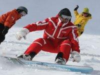 Faire du snowboard en groupe