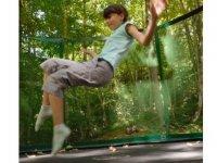 Trampoline securise pour les enfants au parc