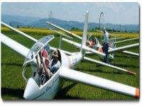 Planeurs sur la piste de decollage