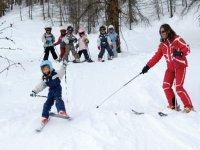 Cours collectifs de ski dans la station village