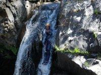 Descendez les canyons sur des toboggans naturel avec Roc et Canyon Canyoning.JPG