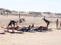 cours de surf sur le sable