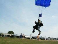 Atterissage des parachutistes